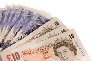 Великобритания перейдет на пластиковые деньги