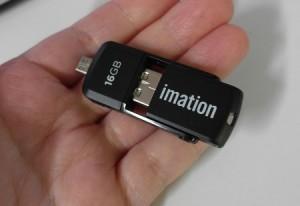 USB-накопитель Imation 2-in-1 Micro с оригинальным расположением разъемов