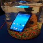 Samsung Galaxy S5 mini не боится воды
