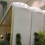 AirClad создал невероятный надувной бар на лодке Antwerp's Badboot