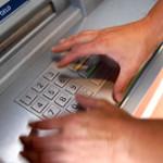 Девятиклассники демонстративно взломали банкомат в перерыве между уроками