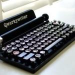 Разработчики создали клавиатуру для iPad в виде печатной машинки