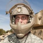 Перспективный шлем защищает лицо от осколочных ранений