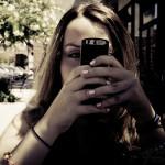 Подростки, отправляющие много SMS, чаще занимаются сексом