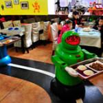 Владелец китайского ресторана заменил поваров и официантов роботами (ВИДЕО)