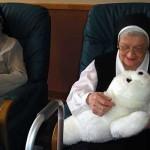 Робот-белек помогает одиноким пожилым людям