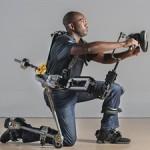 Экзоскелет без моторов позволяет держать тяжелые инструменты