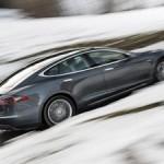 Tesla Model S получила полный привод и автопилот