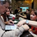 Ставки лайв на спорт в букмекерских конторах онлайн через мобильные телефоны в Интернете набирают по...
