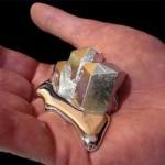Невероятный металл, который плавится в руке