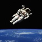 Как долго можно находиться в космосе без скафандра?