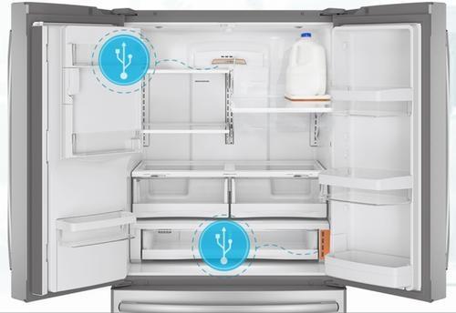 Отсек холодильника с восемью USB-портами (источник GE)