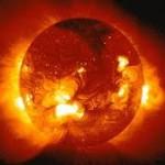 Солнце покрылось гигантскими пятнами: уникальные фото НАСА