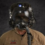 Шлем позволит пилоту видеть сквозь самолет