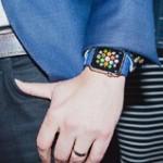 Apple не разрешит менять обои на Apple Watch первого поколения
