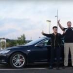 Электрический автомобиль Tesla Model S P85D совершает рекордный по дальности пробег на одном заряде ...